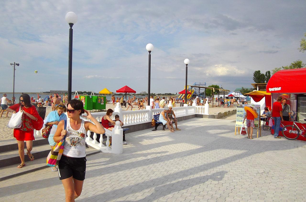 Черноморское фото города и пляжа 2018